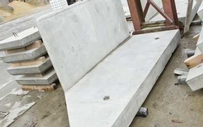 precast concrete retaining wall unit